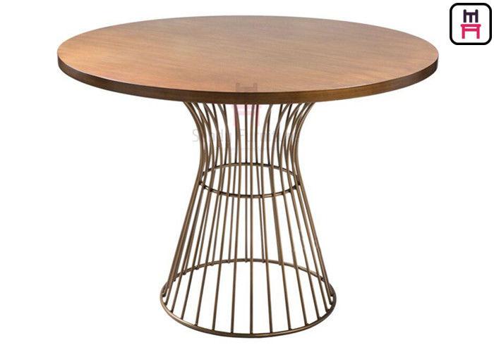 میز پایه فلزی طلایی برتویا قطر 80/25 میل
